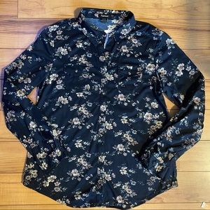 ⭐️3 for $25⭐️ Tattoo Floral Button Up Shirt
